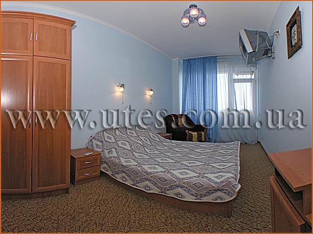 Спальня люкса с видом на море